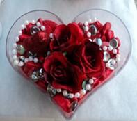 Erzurum çiçek yolla , çiçek gönder , çiçekçi   mika kalp içerisinde 3 adet gül ve taslar