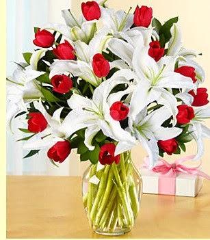 Erzurum çiçek servisi , çiçekçi adresleri  3 kazablanka 10 kırmızı gül vazosu