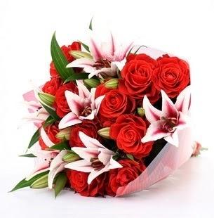 Erzurum yurtiçi ve yurtdışı çiçek siparişi  3 dal kazablanka ve 11 adet kırmızı gül