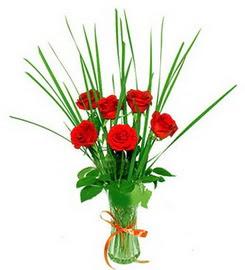 Erzurum 14 şubat sevgililer günü çiçek  6 adet kırmızı güllerden vazo çiçeği