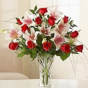 Erzurum ucuz çiçek gönder  12 adet kırmızı gül 1 dal kazablanka çiçeği