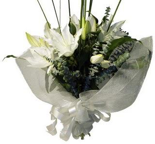 Erzurum çiçek online çiçek siparişi  2 dal kazablanka çiçek buketi