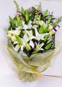 Erzurum çiçek , çiçekçi , çiçekçilik  3 adet kazablankalardan görsel buket çiçeği