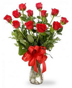 Erzurum 14 şubat sevgililer günü çiçek  12 adet kırmızı güllerden vazo tanzimi