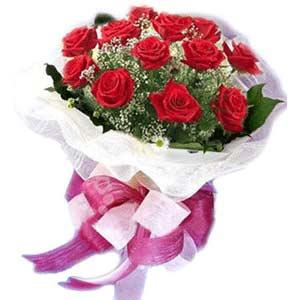 Erzurum uluslararası çiçek gönderme  11 adet kırmızı güllerden buket modeli