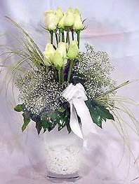 Erzurum online çiçekçi , çiçek siparişi  9 adet vazoda beyaz gül - sevdiklerinize çiçek seçimi