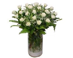 Erzurum çiçek siparişi sitesi  cam yada mika Vazoda 12 adet beyaz gül - sevenler için ideal seçim
