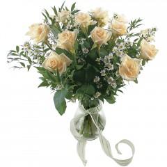 Vazoda 8 adet beyaz gül  Erzurum çiçek yolla