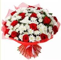 11 adet kırmızı gül ve beyaz kır çiçeği  Erzurum çiçek mağazası , çiçekçi adresleri