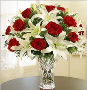 12 adet kırmızı gül 2 dal kazablanka vazosu  Erzurum uluslararası çiçek gönderme