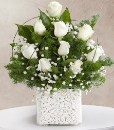 9 beyaz gül vazosu  Erzurum uluslararası çiçek gönderme