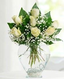 Cam içerisinde 7 adet beyaz gül  Erzurum İnternetten çiçek siparişi