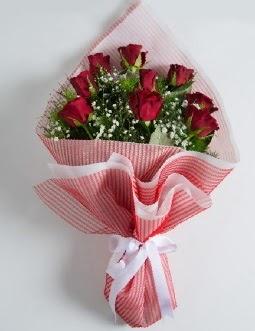 9 adet kırmızı gülden buket  Erzurum uluslararası çiçek gönderme