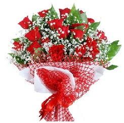 11 kırmızı gülden buket  Erzurum çiçek yolla