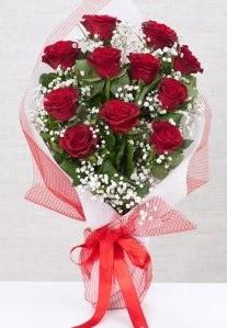 11 kırmızı gülden buket çiçeği  Erzurum çiçek yolla