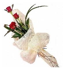 3 adet kırmızı gül buketi  Erzurum çiçekçi mağazası