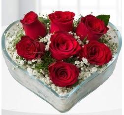 Kalp içerisinde 7 adet kırmızı gül  Erzurum çiçek , çiçekçi , çiçekçilik