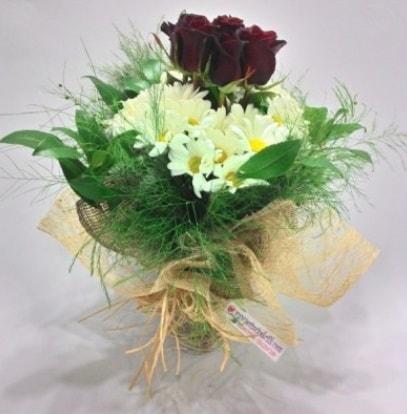 5 adet kırmızı gül ve kırızantem buketi  Erzurum çiçek yolla , çiçek gönder , çiçekçi