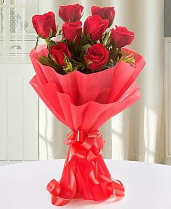 9 adet kırmızı gülden modern buket  Erzurum internetten çiçek siparişi