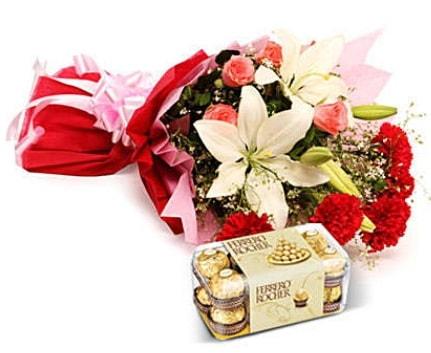 Karışık buket ve kutu çikolata  Erzurum 14 şubat sevgililer günü çiçek