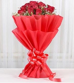 12 adet kırmızı gül buketi  Erzurum hediye sevgilime hediye çiçek