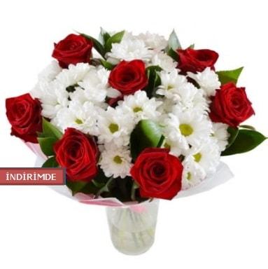 7 kırmızı gül ve 1 demet krizantem  Erzurum çiçek siparişi vermek